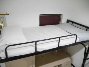 DormTriple02