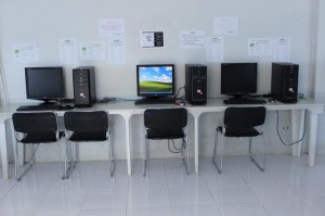 philinter_computer-in-study-hall